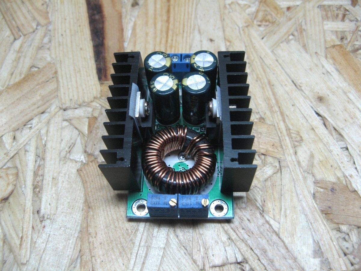 Понижающий преобразователь постоянного тока.