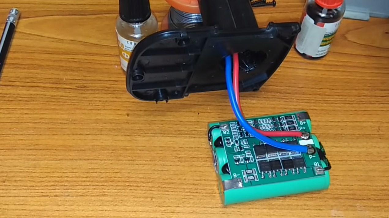 как сделать аккумулятор для шуруповерта из 18650